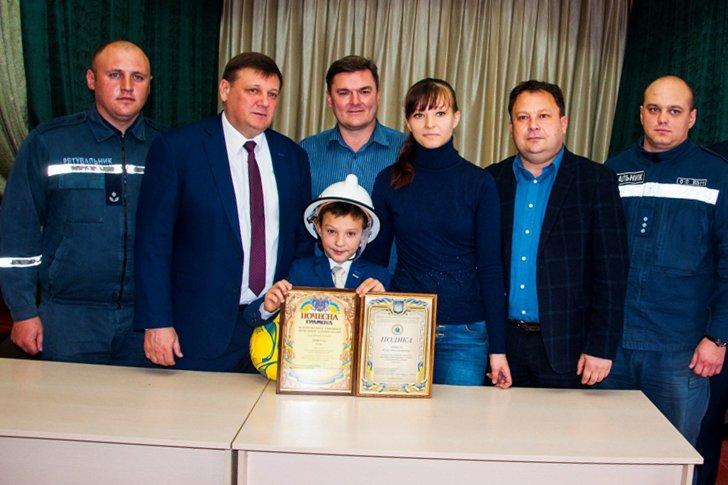 Маленький герой: на Сумщине наградили 9-летнего мальчика, который спас своего брата во время пожара, фото-5