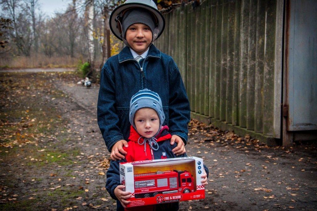 Маленький герой: на Сумщине наградили 9-летнего мальчика, который спас своего брата во время пожара, фото-1