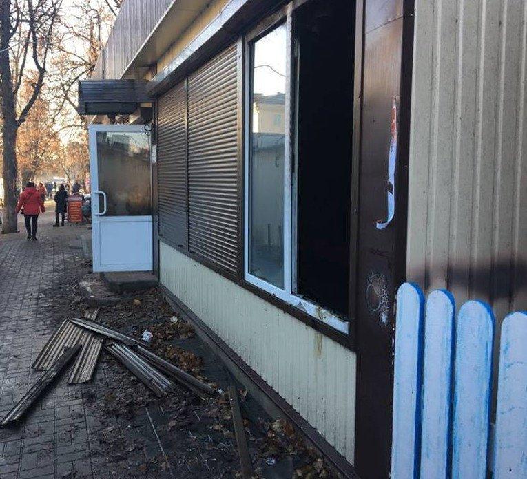На Сумщине сгорел торговый павильон, который должен был открыться в пятницу, фото-2