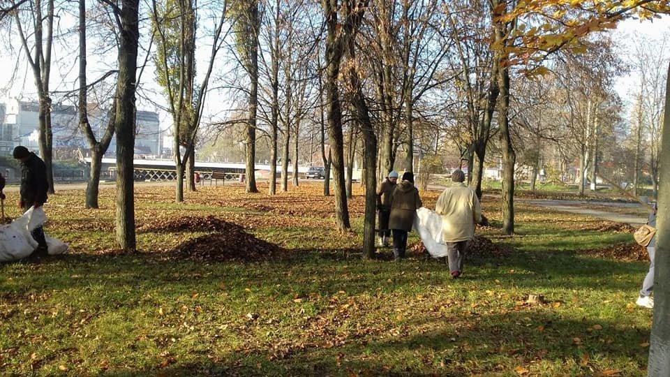 В Сумах в городском парке им. Кожедуба и сквере «Дружба» наводят порядок , фото-2