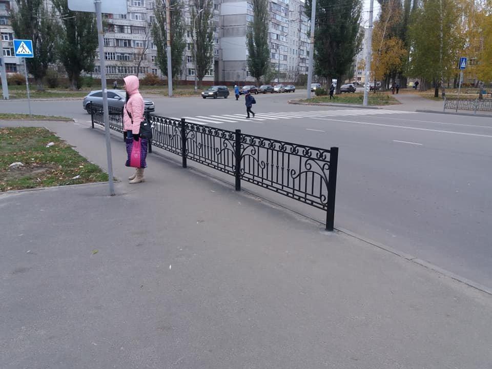 В Сумах на ул. Зеленко установили пешеходное ограждение, фото-2