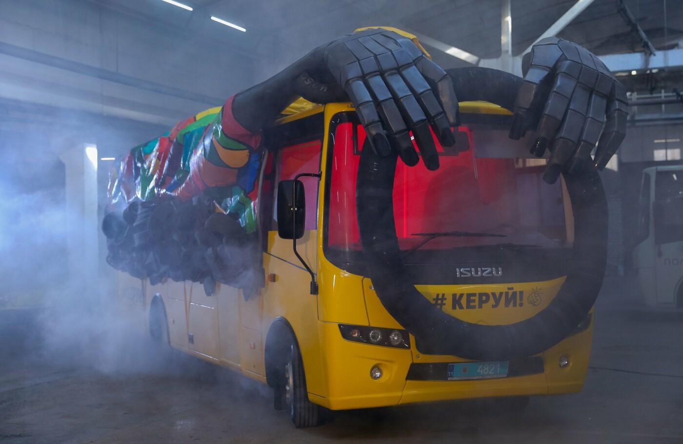 Сегодня на дороги Сум выедет автобус-призрак, фото-1