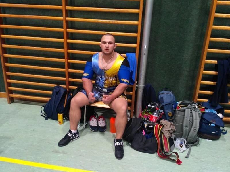 Сумчанин установил юниорский рекорд Украины по жиму штанги лежа, фото-1