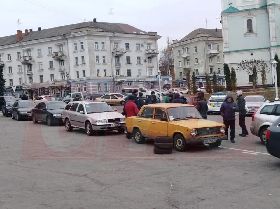 «Евробляхеры» митингуют под стенами Сумского горсовета, фото-2