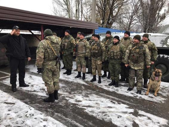 Волонтер из Донецкой области получил в подарок от сумских полицейских наручные часы (ФОТО), фото-1