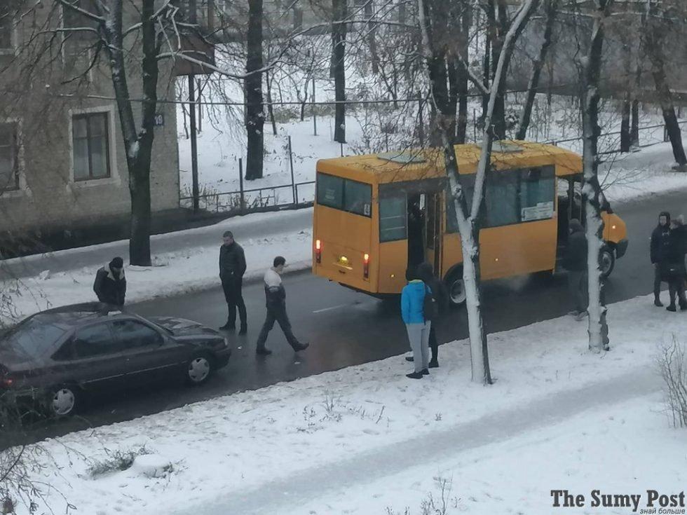 В Сумах маршрутка попала в аварию, фото-1