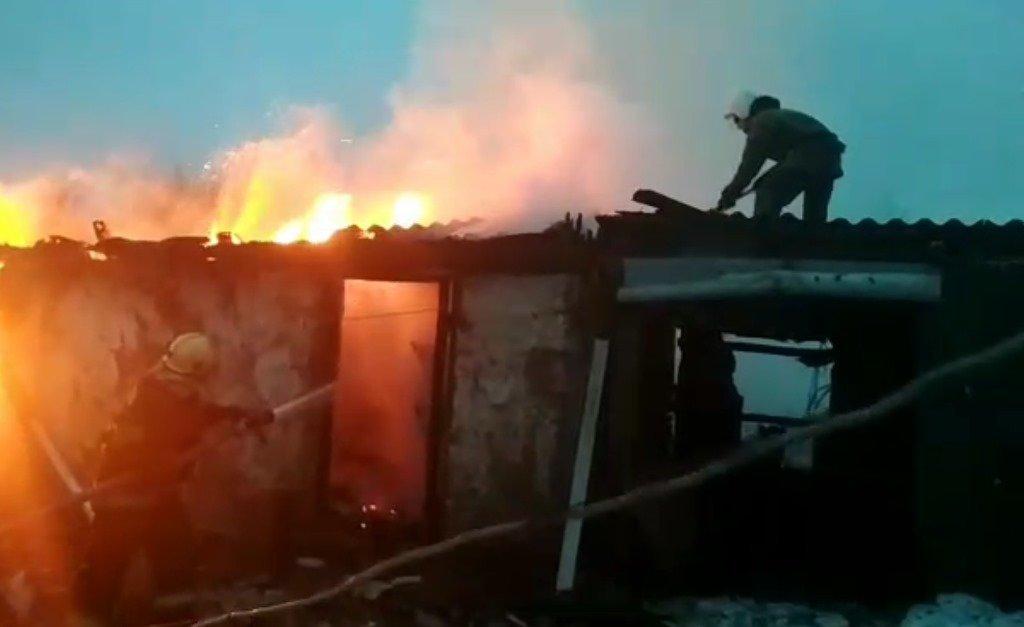 На Сумщине пожарные спасли 2 дома и 2 хозяйственные постройки, фото-1