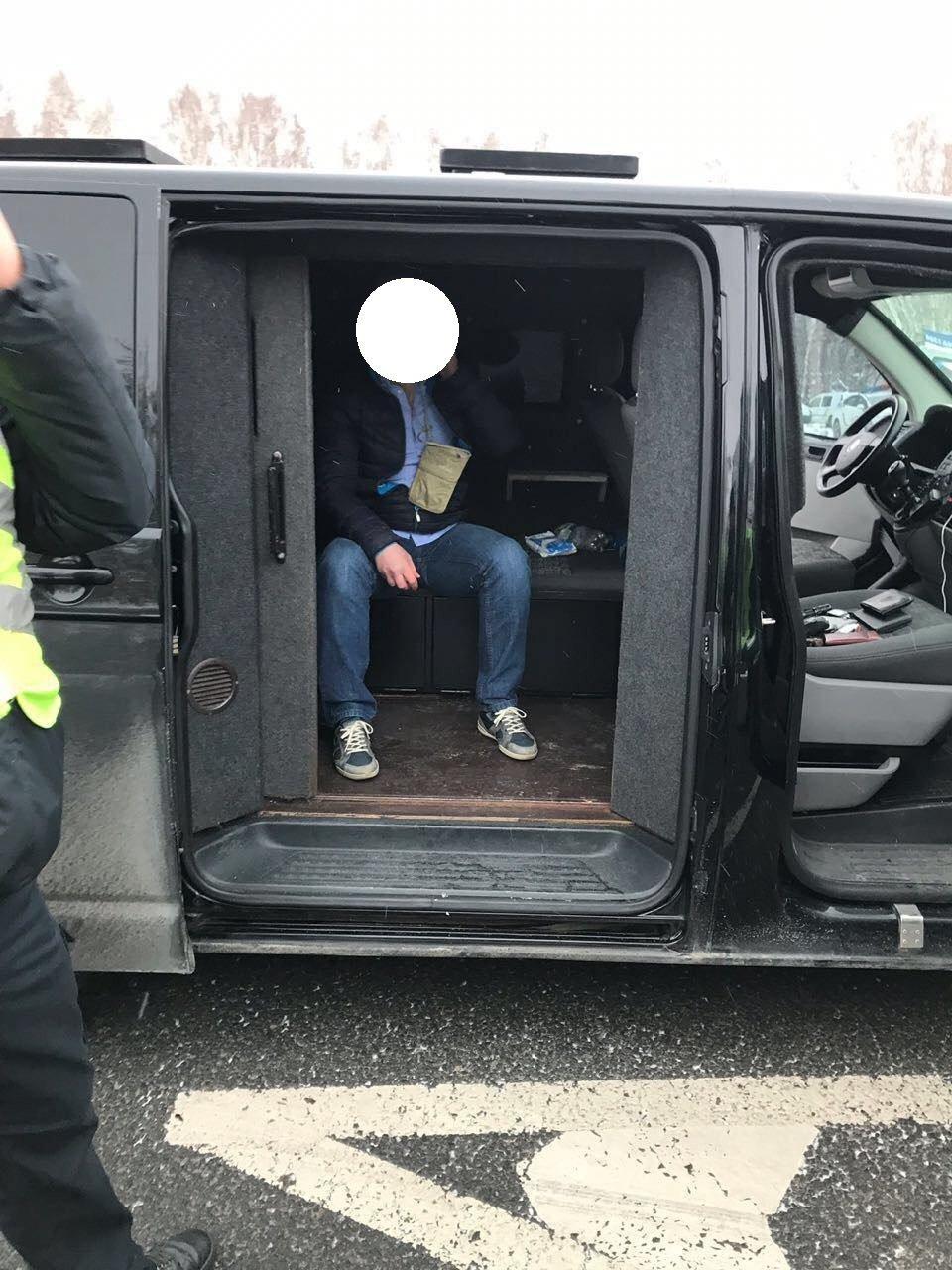 Столичные полицейские остановили автомобиль с похищенным в Сумах человеком, фото-8