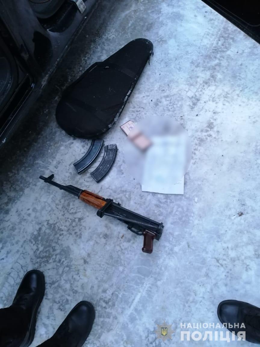 Столичные полицейские остановили автомобиль с похищенным в Сумах человеком, фото-1
