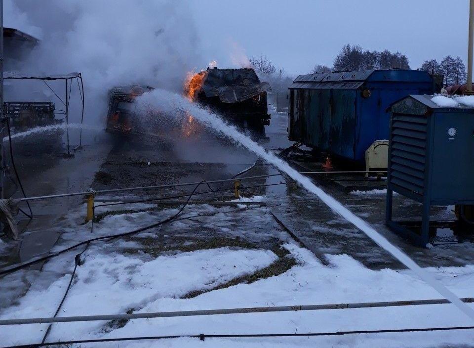 На Сумщине загорелся передвижной автогазозаправщик, фото-2