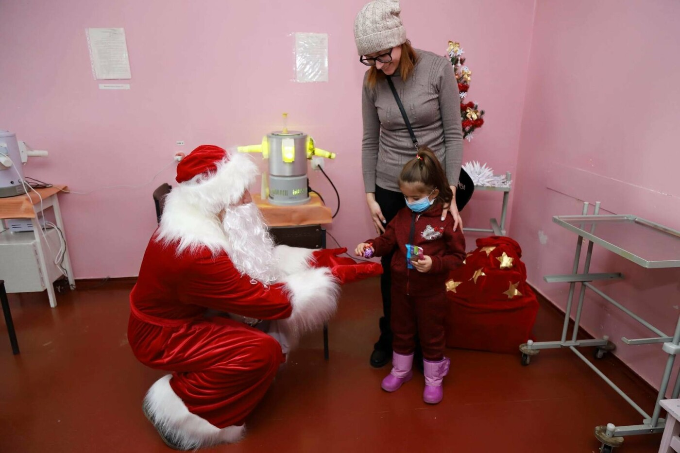 В сумских больницах поздравляли маленьких пациентов с Днем Святого Николая, фото-3