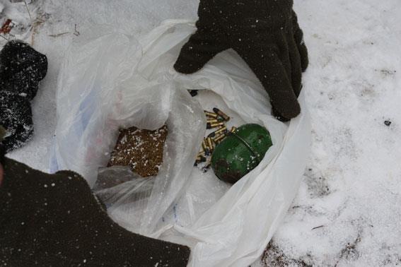 Суманин нашел пакет с боеприпасами, фото-3