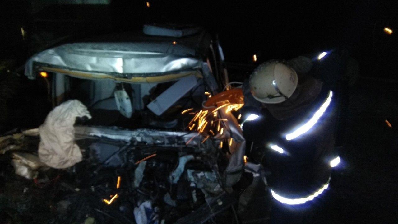 На Сумщине спасатели освободили 2 человека с деформированных в ДТП авто, фото-1