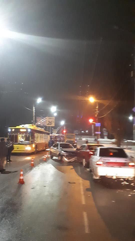 В Сумах на Курском мосту произошло масштабное ДТП, фото-6