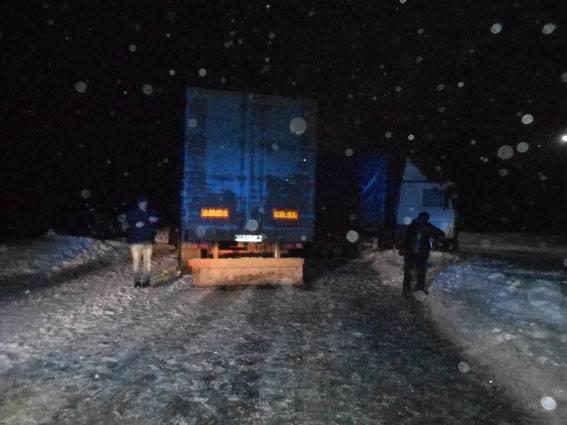 На Сумщине грузовик столкнулся с легковушкой, фото-2