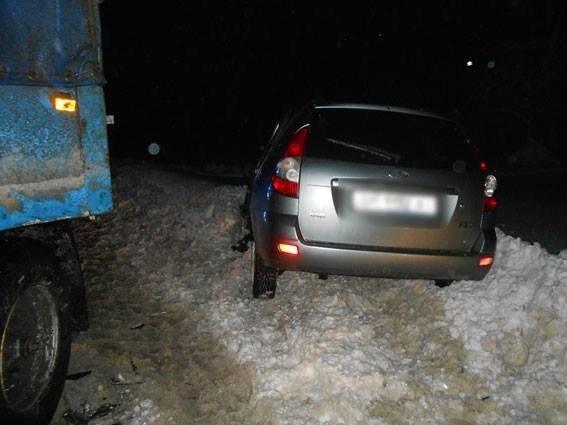 На Сумщине грузовик столкнулся с легковушкой, фото-3