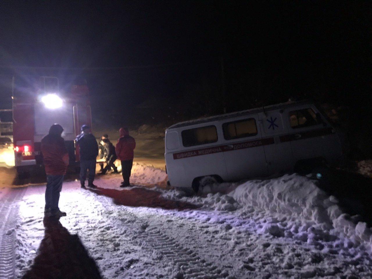 В Сумской области за сутки спасатели трижды помогали медикам добираться к пациентам, фото-2