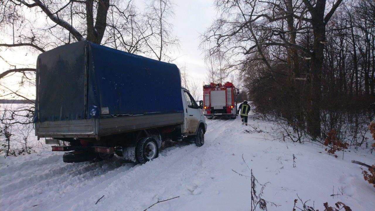 На Сумщине спасатели оказали помощь водителю грузовика , фото-2