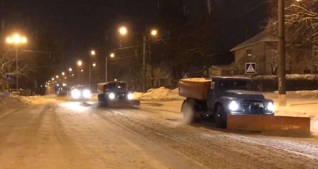 В Сумах работало 56 единиц снегоуборочной техники , фото-1