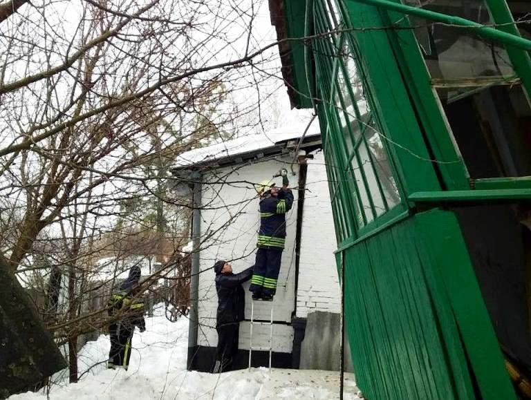 На Сумщине женщина застряла под завалами собственного дома, фото-1