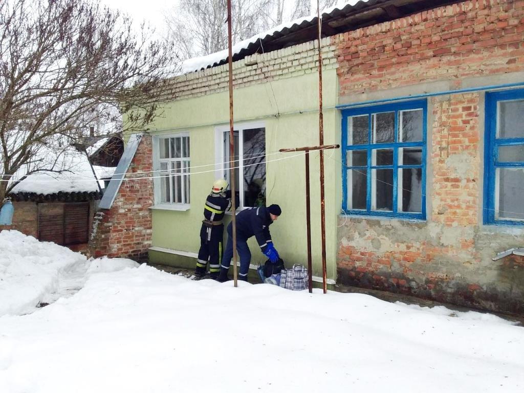 На Сумщине женщина застряла под завалами собственного дома, фото-3