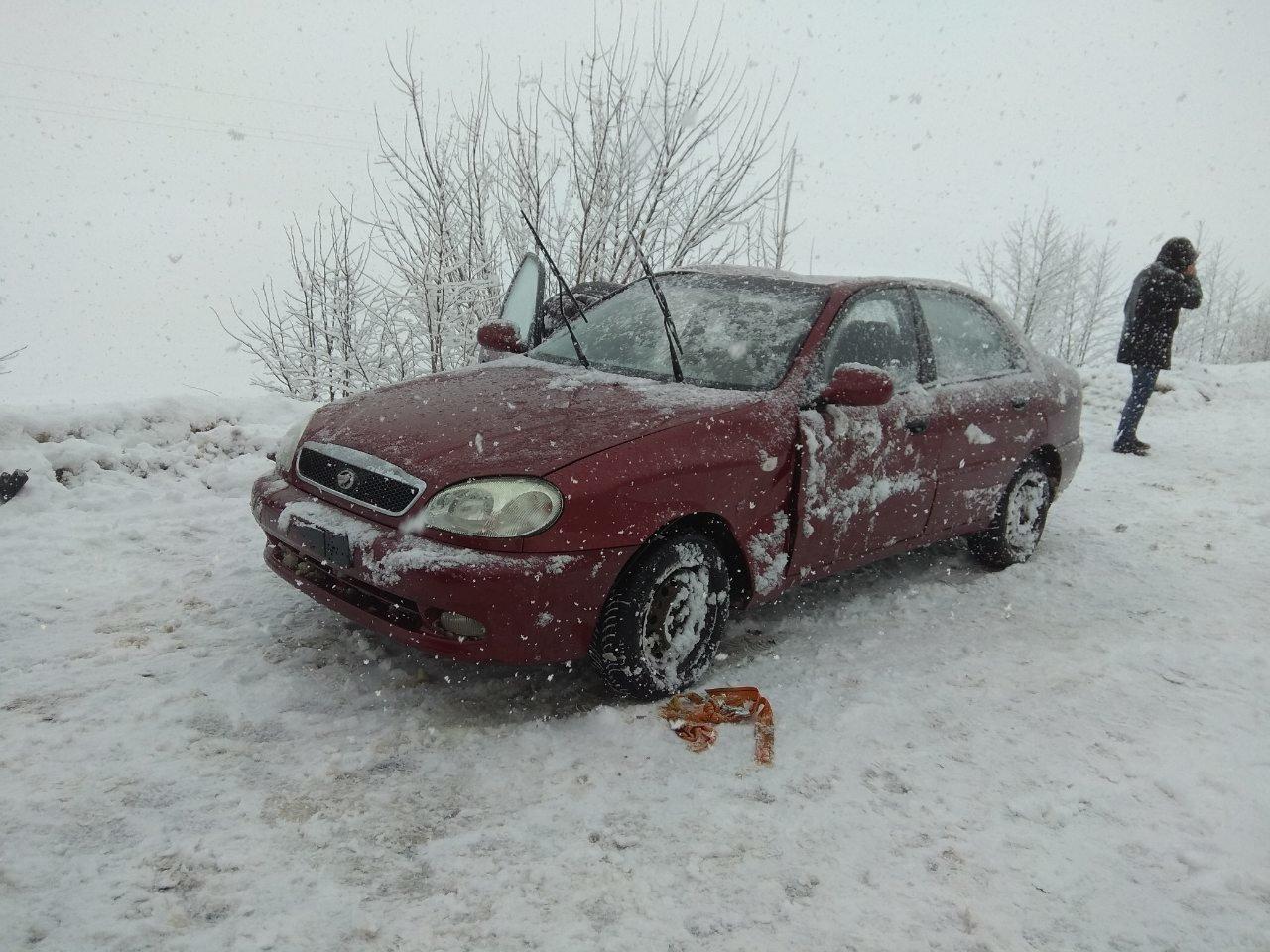 На Сумщине из-за гололеда перевернулось 2 авто, фото-1