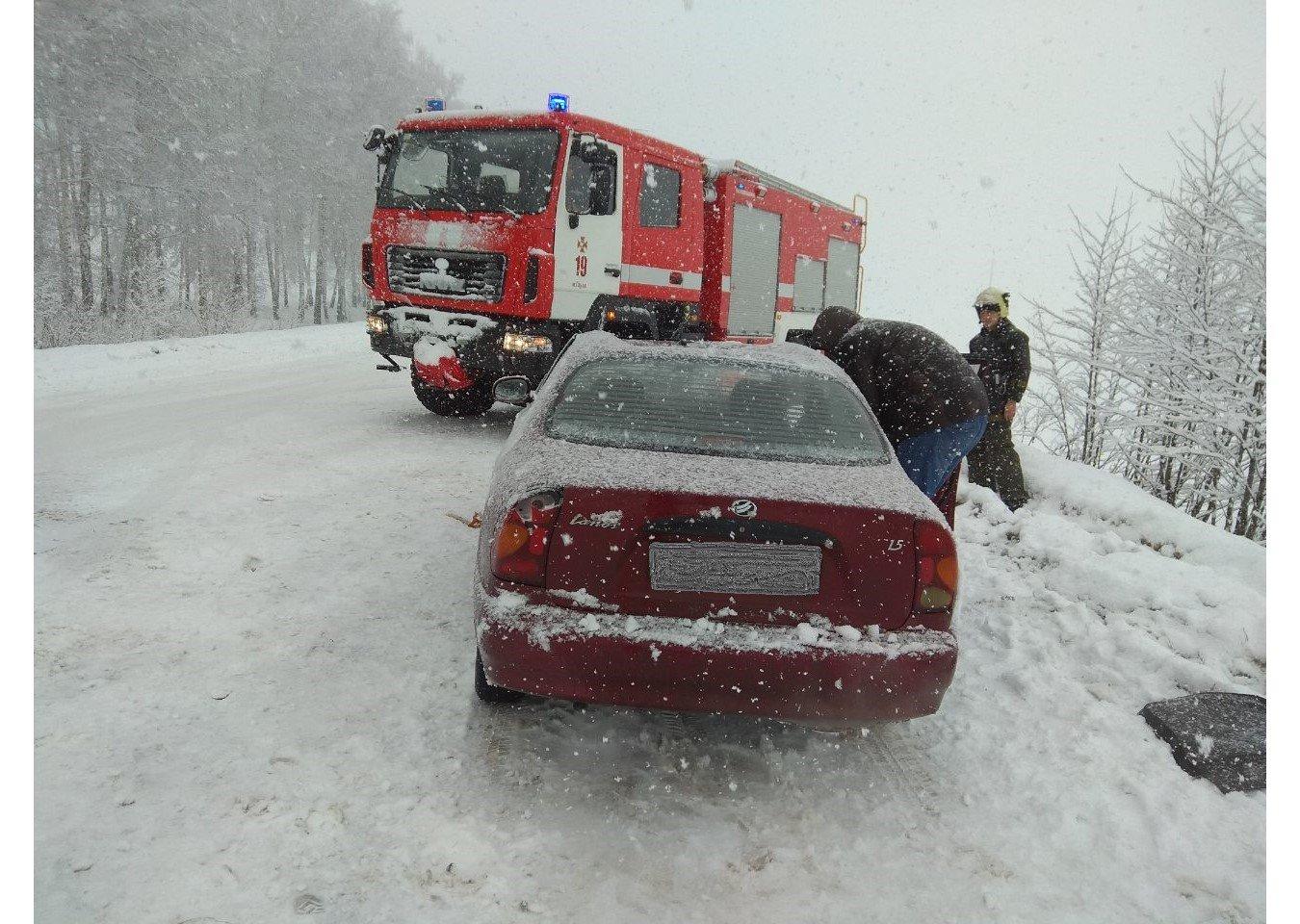 На Сумщине из-за гололеда перевернулось 2 авто, фото-2