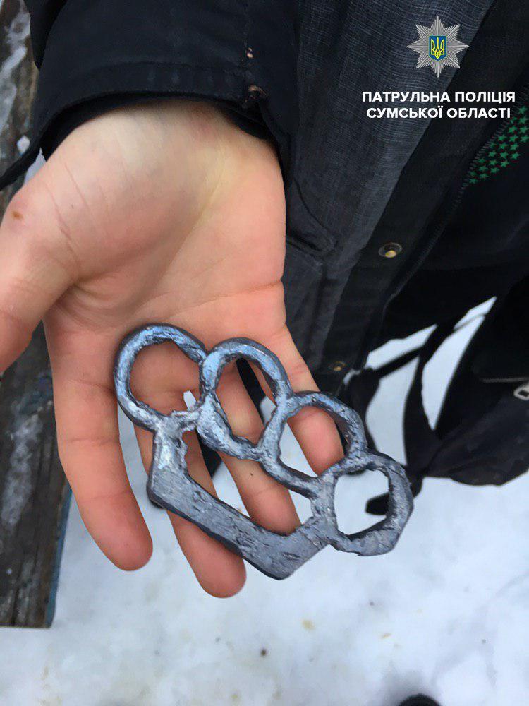 На 18-летнего сумчанина за ношение кастета открыли уголовное производство, фото-1
