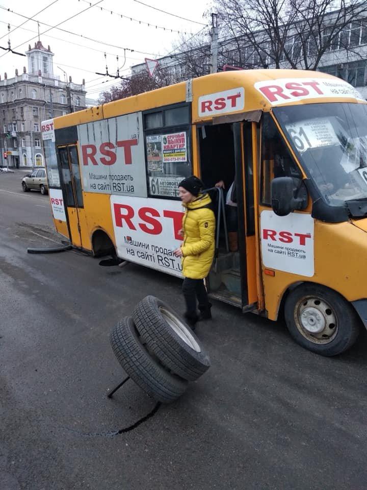 В Сумах у маршрутки на ходу отпало колесо, фото-2