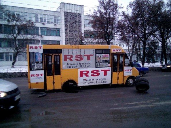 В Сумах у маршрутки на ходу отпало колесо, фото-1