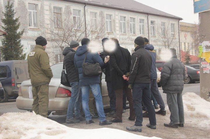 На Сумщине по подозрению в вымогательстве 15 тыс. грн задержаны два человека, фото-1