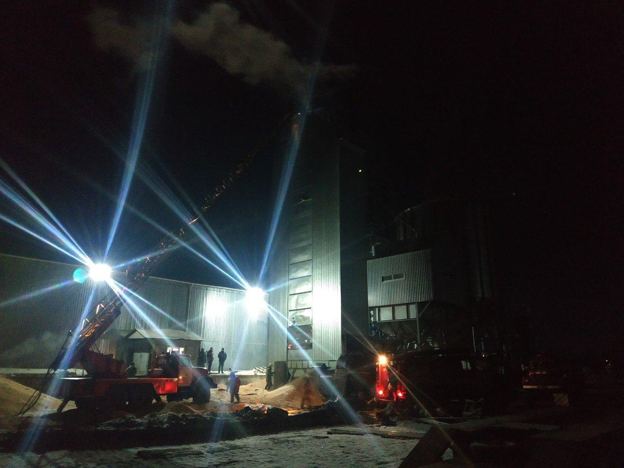 В Сумском районе загорелись зерносушилки, фото-1