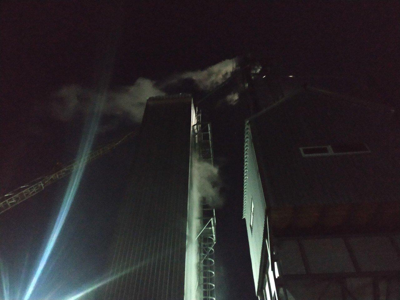 В Сумском районе загорелись зерносушилки, фото-2