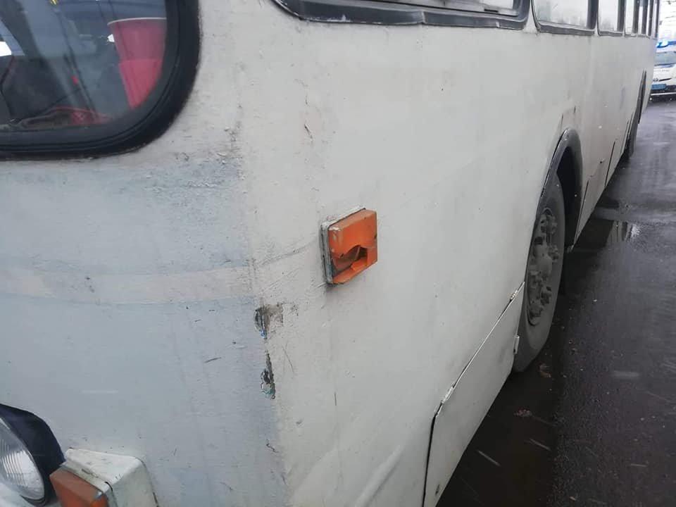В Сумах столкнулись троллейбус и мусоровоз, фото-2