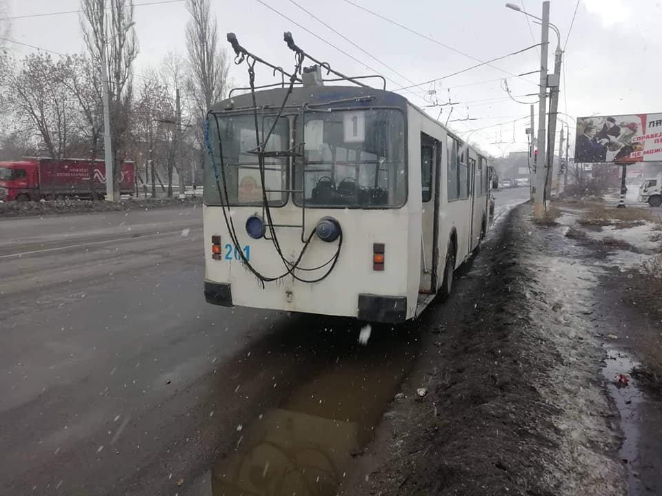 В Сумах столкнулись троллейбус и мусоровоз, фото-3