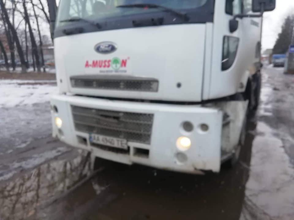 В Сумах столкнулись троллейбус и мусоровоз, фото-4