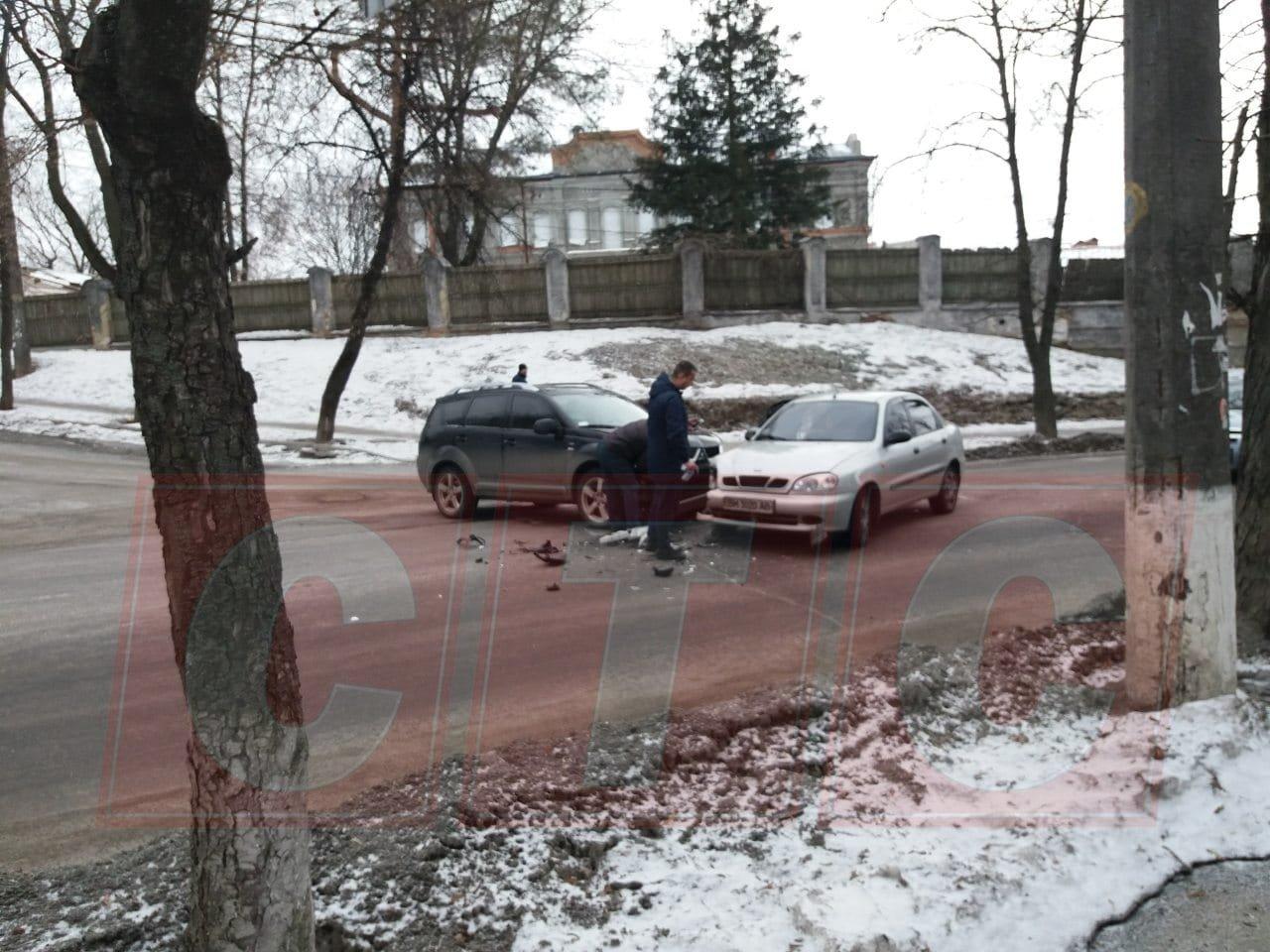 В Сумах в ДТП на Троицкой пострадала девушка , фото-2