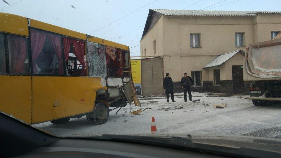 В Сумах в ДТП с участием маршрутки пострадали пассажиры, фото-2