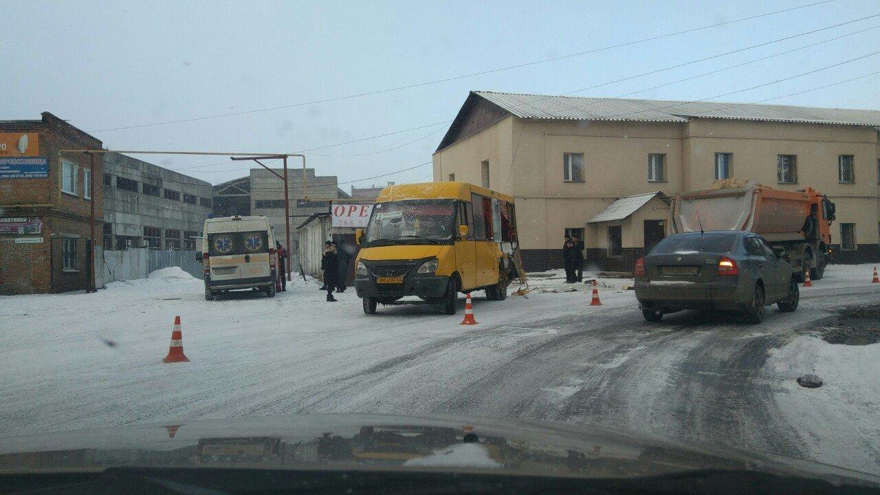 В Сумах в ДТП с участием маршрутки пострадали пассажиры, фото-1