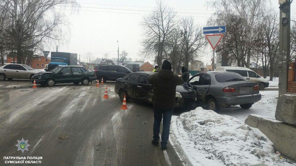 В Сумах столкнулись сразу три автомобиля , фото-3
