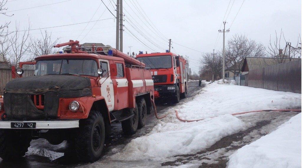 В Конотопе в пожаре сгорели мужчина и две девушки, фото-4