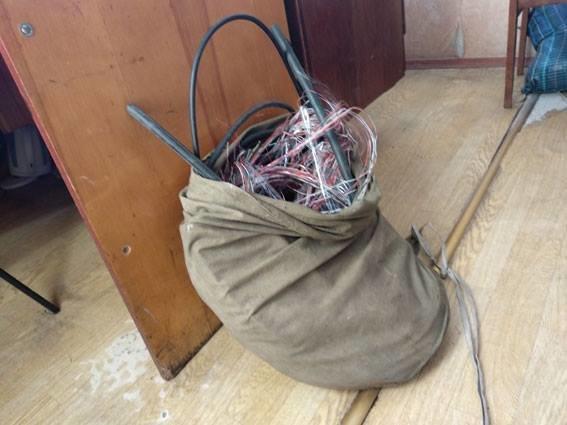 Житель Сумщины оставил жителей многоэтажки без кабеля «Укртелекома», фото-1