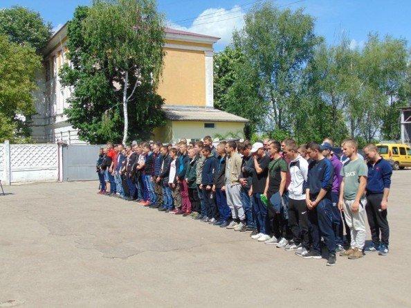 Около 70 призывников из Сум отправились служить в ряды украинской армии, фото-1