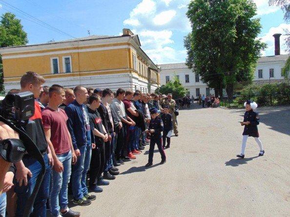 Около 70 призывников из Сум отправились служить в ряды украинской армии, фото-3