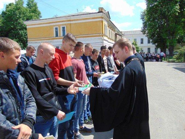 Около 70 призывников из Сум отправились служить в ряды украинской армии, фото-4
