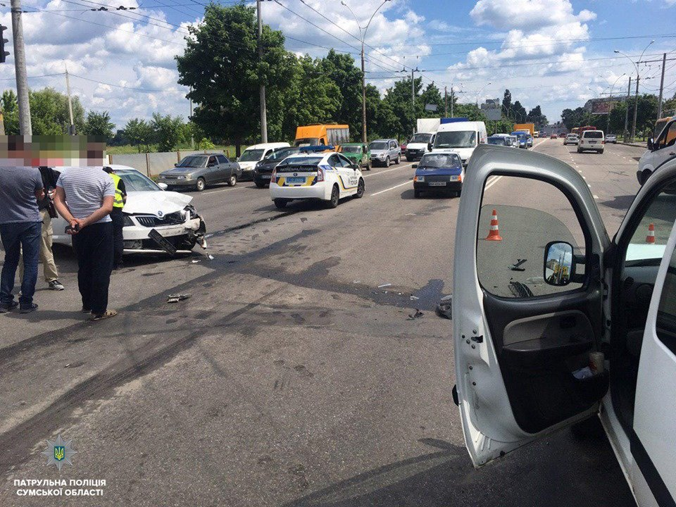 Полиция Сум рассказала подробности ДТП, в котором пострадали 2 человека, фото-1