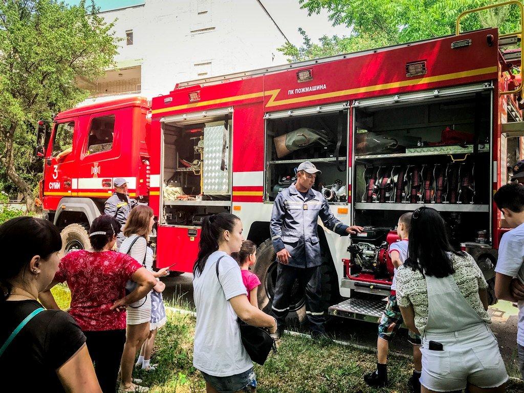 В Сумах спасатели пришли в гости к детям, которые находятся на лечении в онкологическом отделении, фото-2