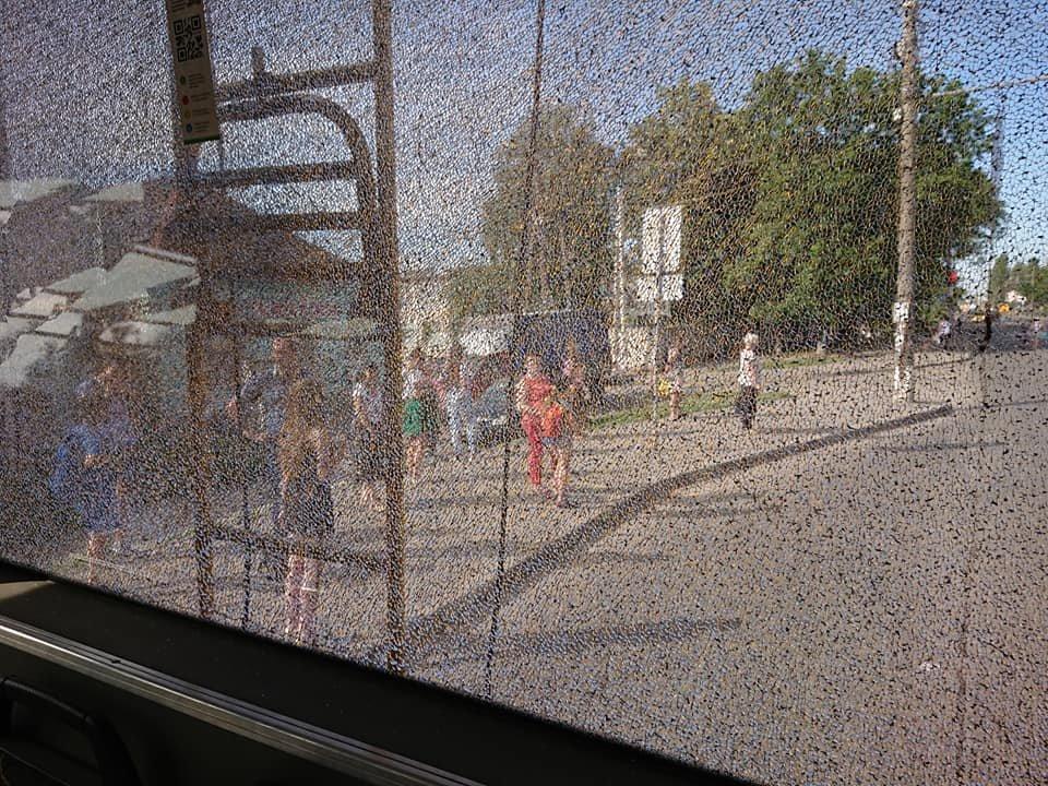 У Сумах вантажівка зіткнулася із тролейбусом, фото-1