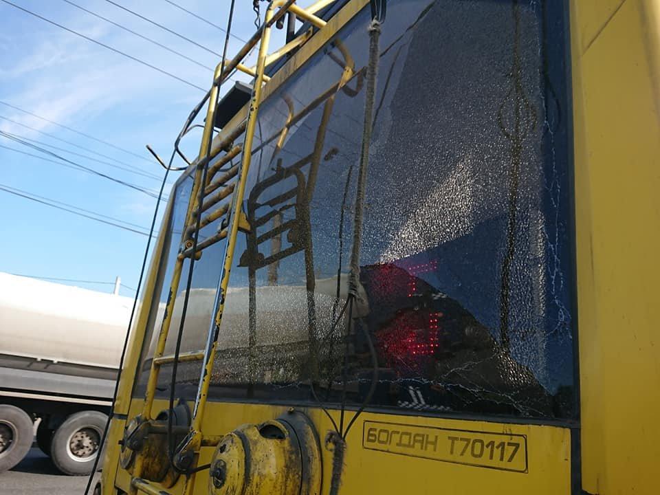У Сумах вантажівка зіткнулася із тролейбусом, фото-2