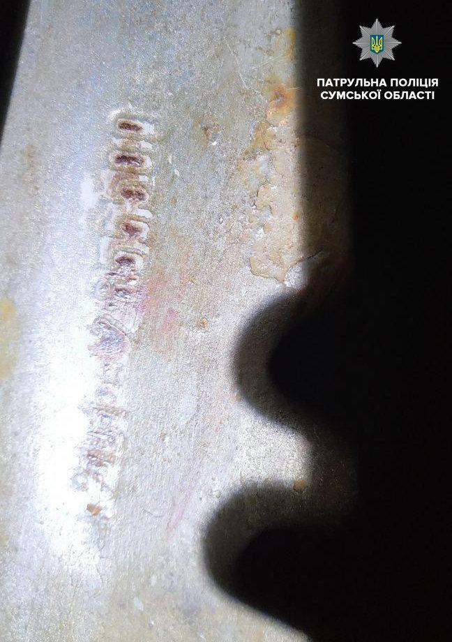 У Сумах зупинили керманича без водійського посвідчення на автівці з ознаками підробки номера кузова, фото-1